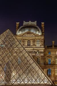 Pyramide du Louvre - Pavillon Richelieu